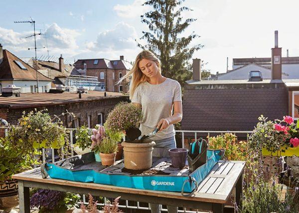 Beplantingsmat Gardena op tafel